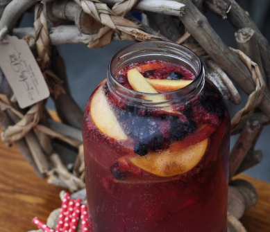 Berry Sparkling Acai Punch_Crop